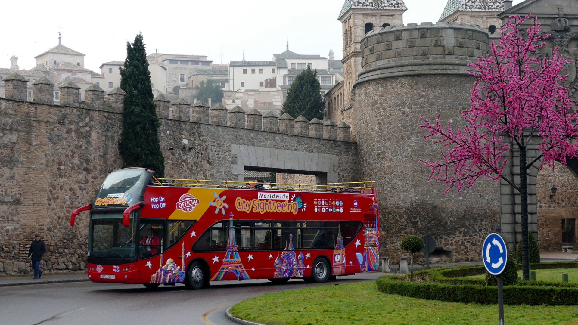 Hop-on hop-off bus in Toledo
