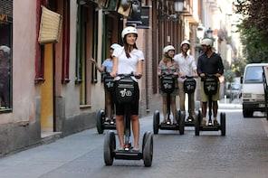 Tour guidato per piccoli gruppi in Segway: Palazzo Reale, quartiere lettera...