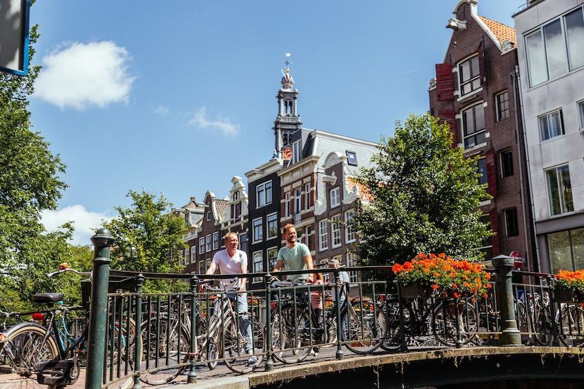Foto 1 von 10 laden Amsterdam Private Bike Tour with a Local