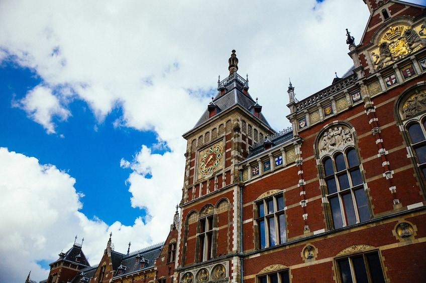 Foto 3 van 10. Amsterdam Private City Centre Kickstart Tour