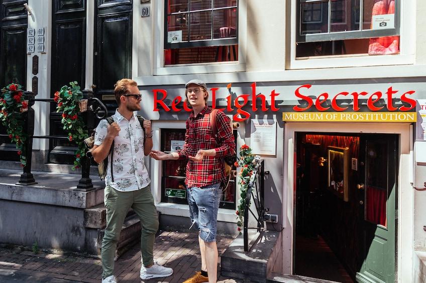Apri foto 1 di 10. Amsterdam Private Red Light District Tour with a local