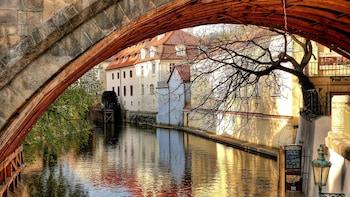 Nähtävyyskiertoajelu vanhaankaupunkiin ja Prahan linnaan