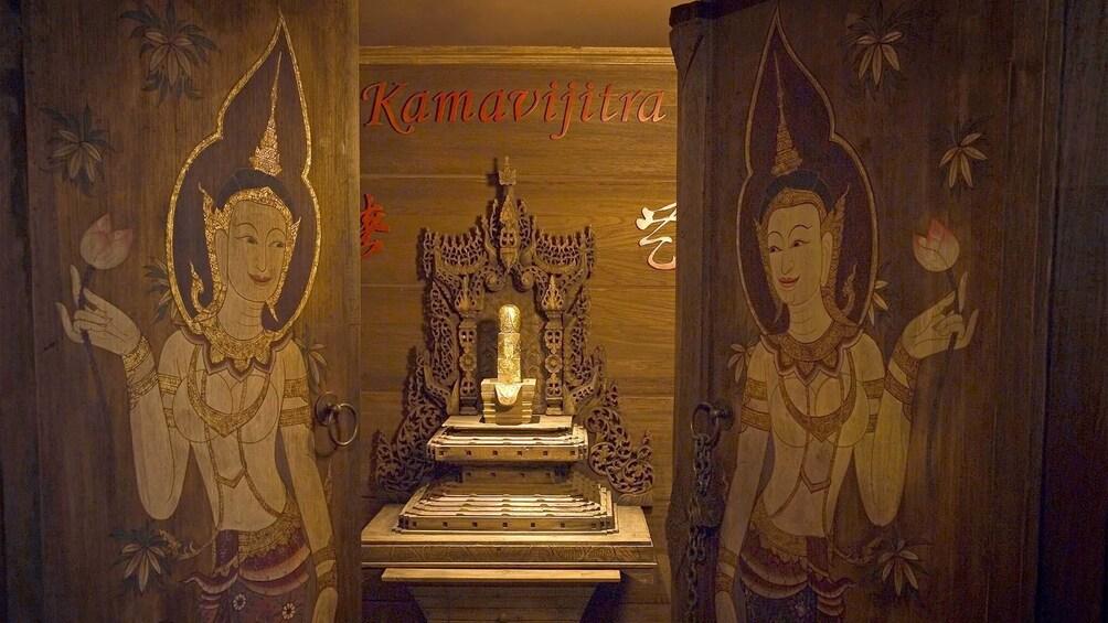 Foto 1 van 7. Kamavijitra Museum in Bangkok, Thailand