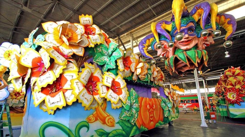 Indlæs billede 5 af 5. flower themed parade float in New Orleans