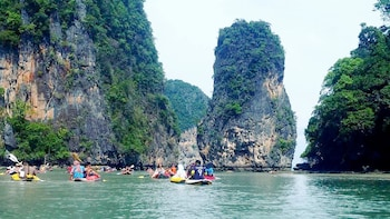 Guided James Bond Island & Monkey Cave Temple Tour with Canoeing