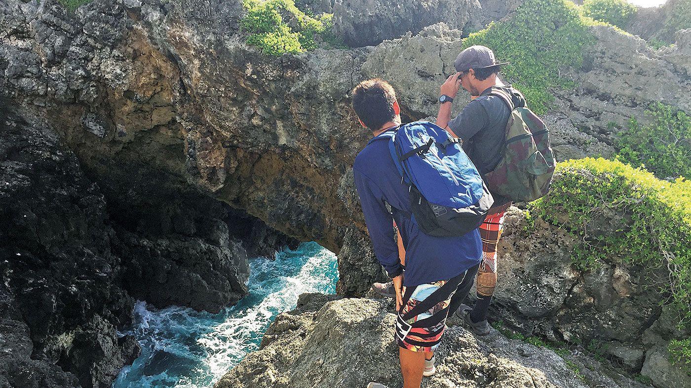 パガット岬 & 洞窟での遊泳とチャモロ村へのハイキング