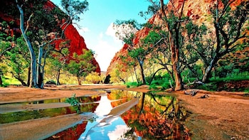 Full-Day West MacDonnell Ranges Tour with Lunch