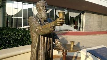 Cargar ítem 7 de 7. Statue of the creator of Coca Cola outside the World of Coca-Cola in Atlanta