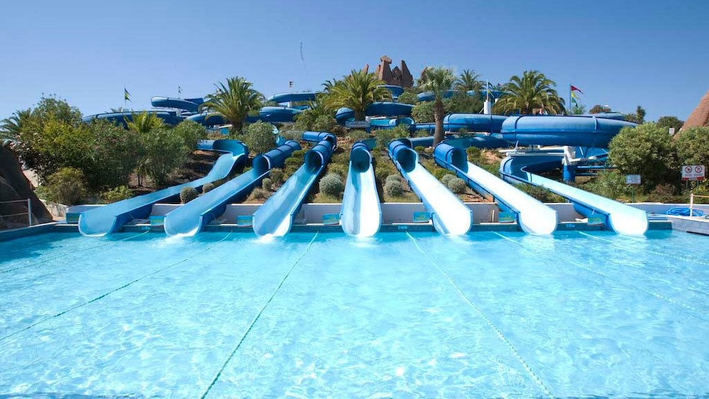 Foto 1 von 4 laden Row of waterslides in Algarve