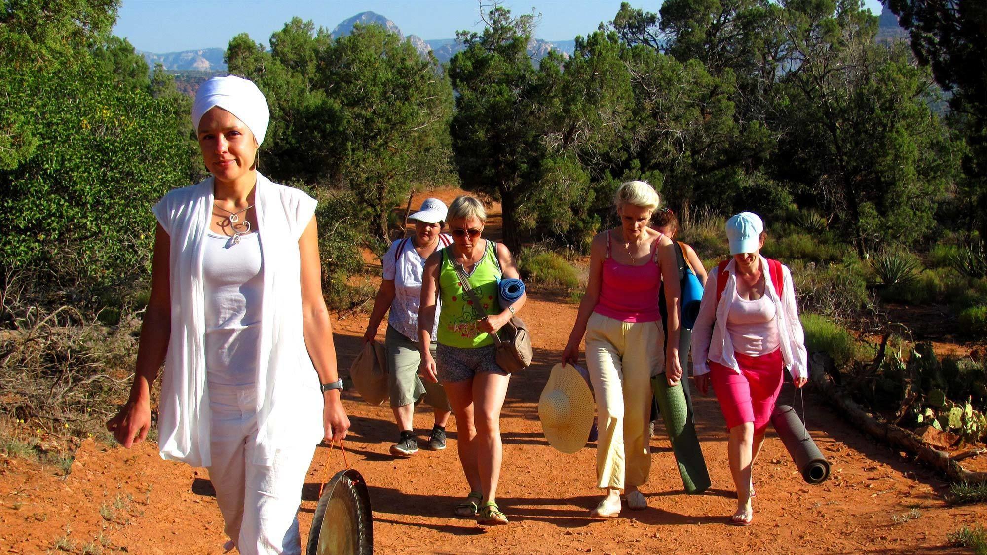 Group walking on the Sedona- Prescott tour