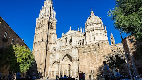 Day view of the Toledo Cathedral