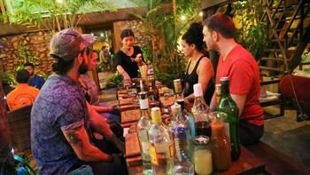 Cocktail-Kurs und Besuch des Sombai-Workshops mit Likörverkostung