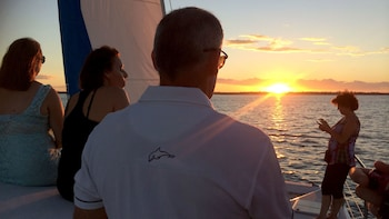 Hervey Bay Sunset Cruise with Champagne