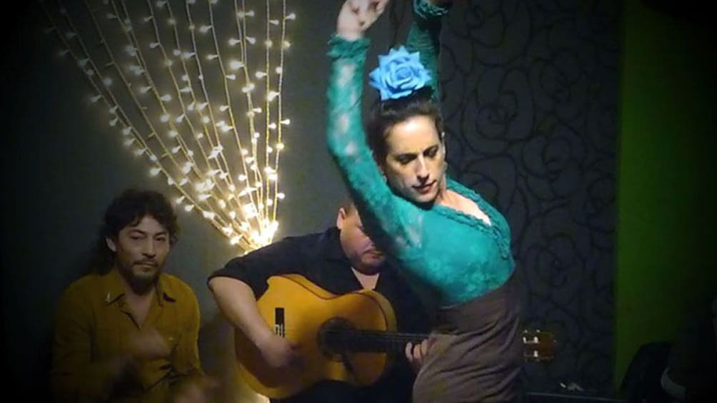 Foto 1 von 9 laden Flamenco dancer