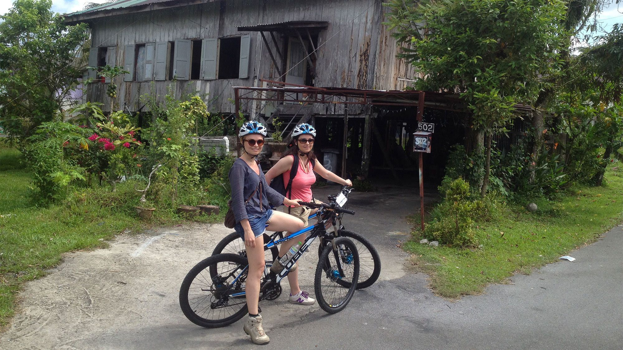 Heritage Bike Half-Day Tour with Sarawak River Crossing