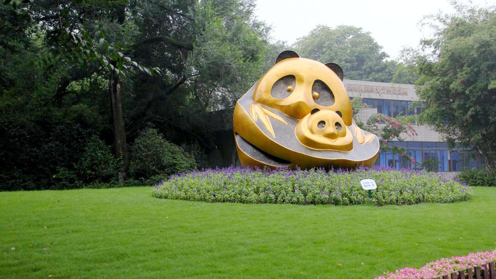 Statue of two pandas on the Panda Tour in Chengdu