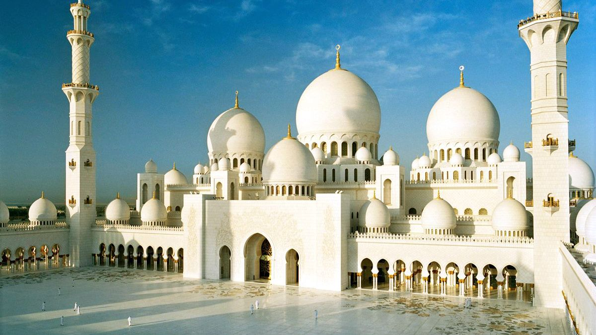 visiting a mosque in Abu Dhabi