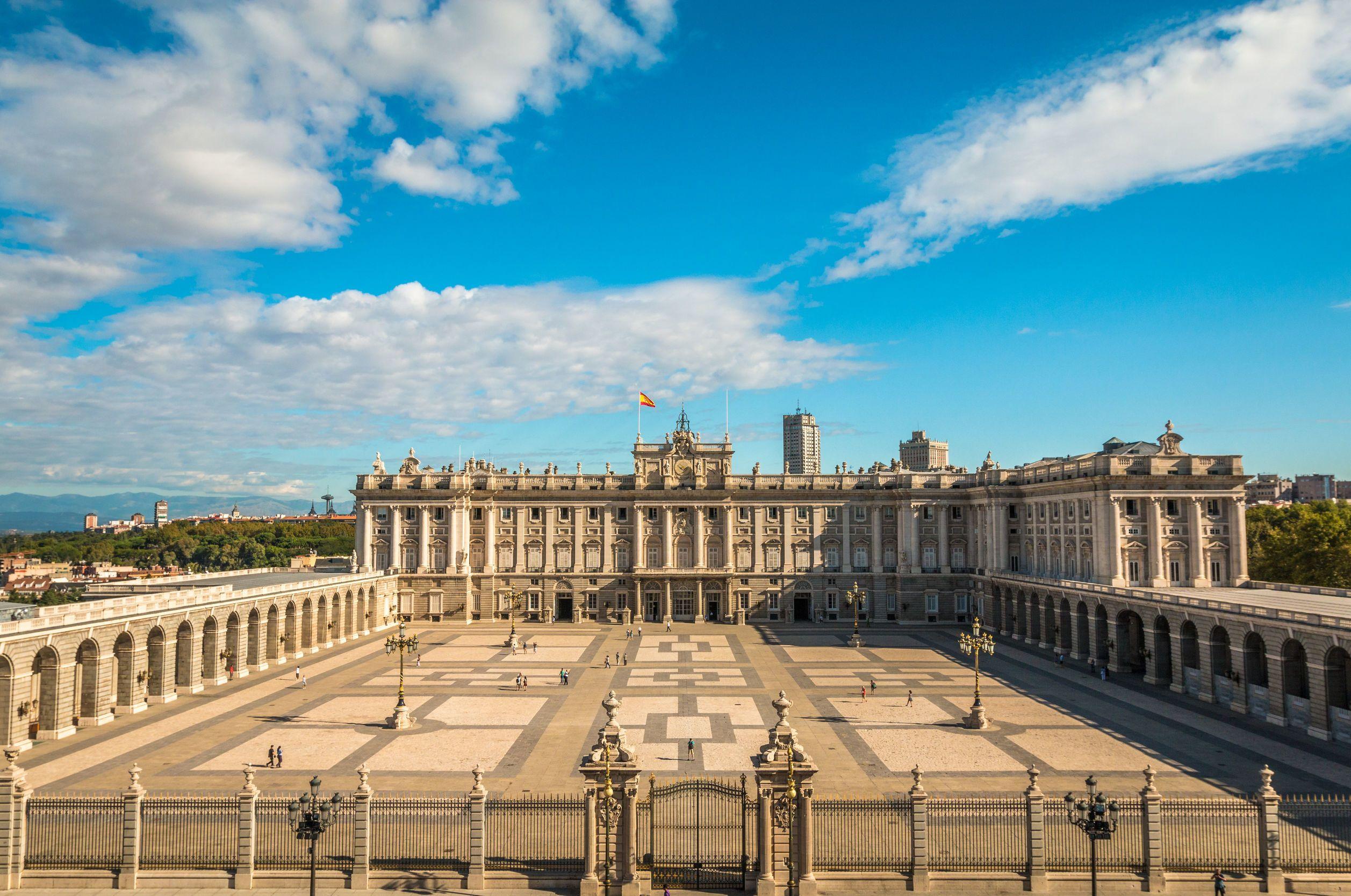 Skip-the-Line Royal Palace Tour