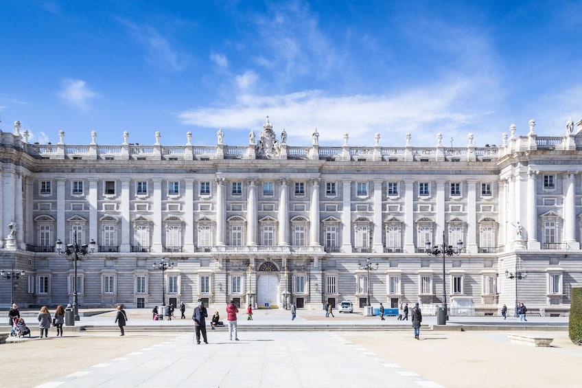 Foto 2 von 10 laden Skip-the-Line Royal Palace Tour