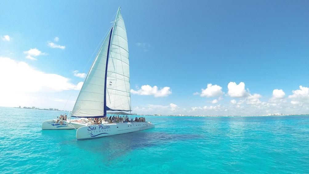 Cargar foto 1 de 10. Isla Mujeres Catamaran Tour