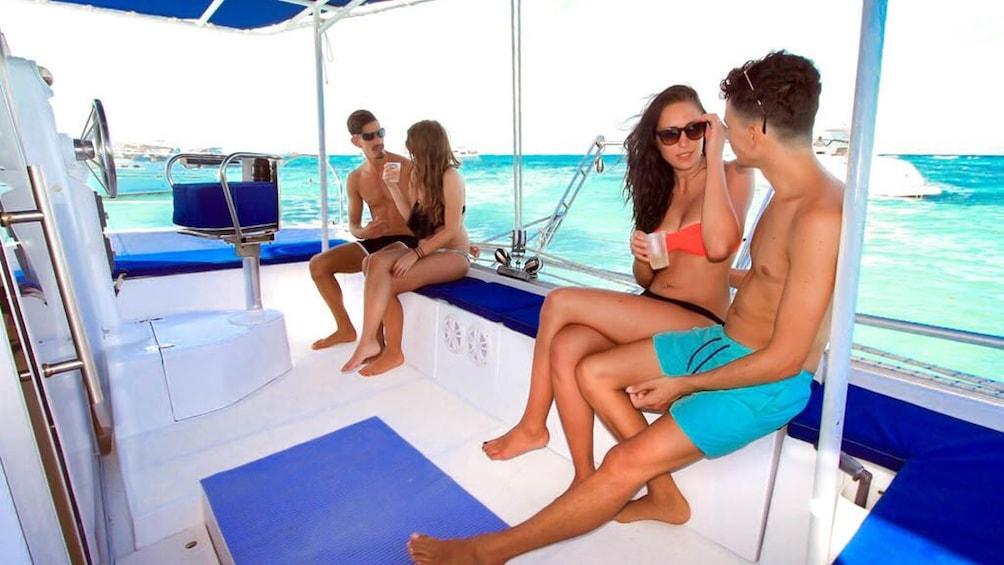 Charger l'élément 5 sur 10. Isla Mujeres Catamaran Tour with Lunch & Open Bar