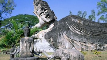 Full-Day Private City Tour with Buddha Park