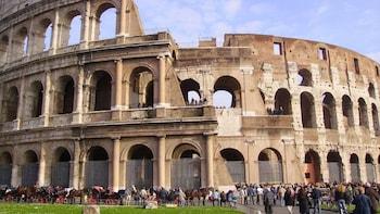 Visita con acceso sin colas al Coliseo y el Foro romano con el Panteón y la...