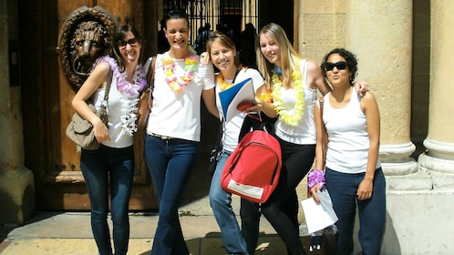 Group of women on a scavenger hunt in Marseille