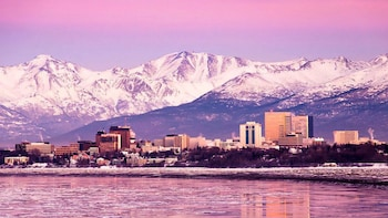 Scenic City Tour with Lake Hood, Bootleggers Cove & Chugach Mountains