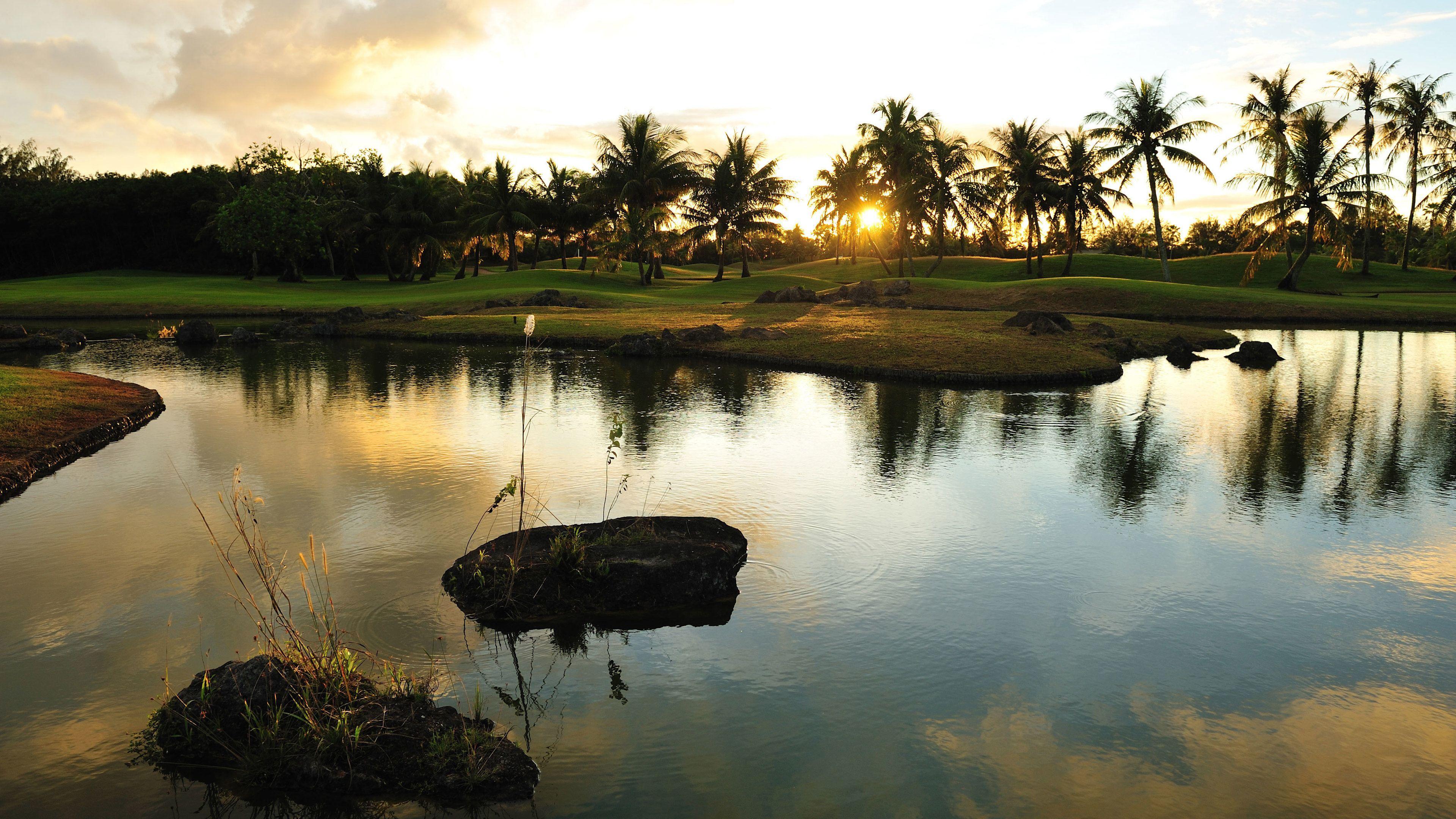 グアム インターナショナル カントリー クラブで 9 ホールのゴルフ ツアー