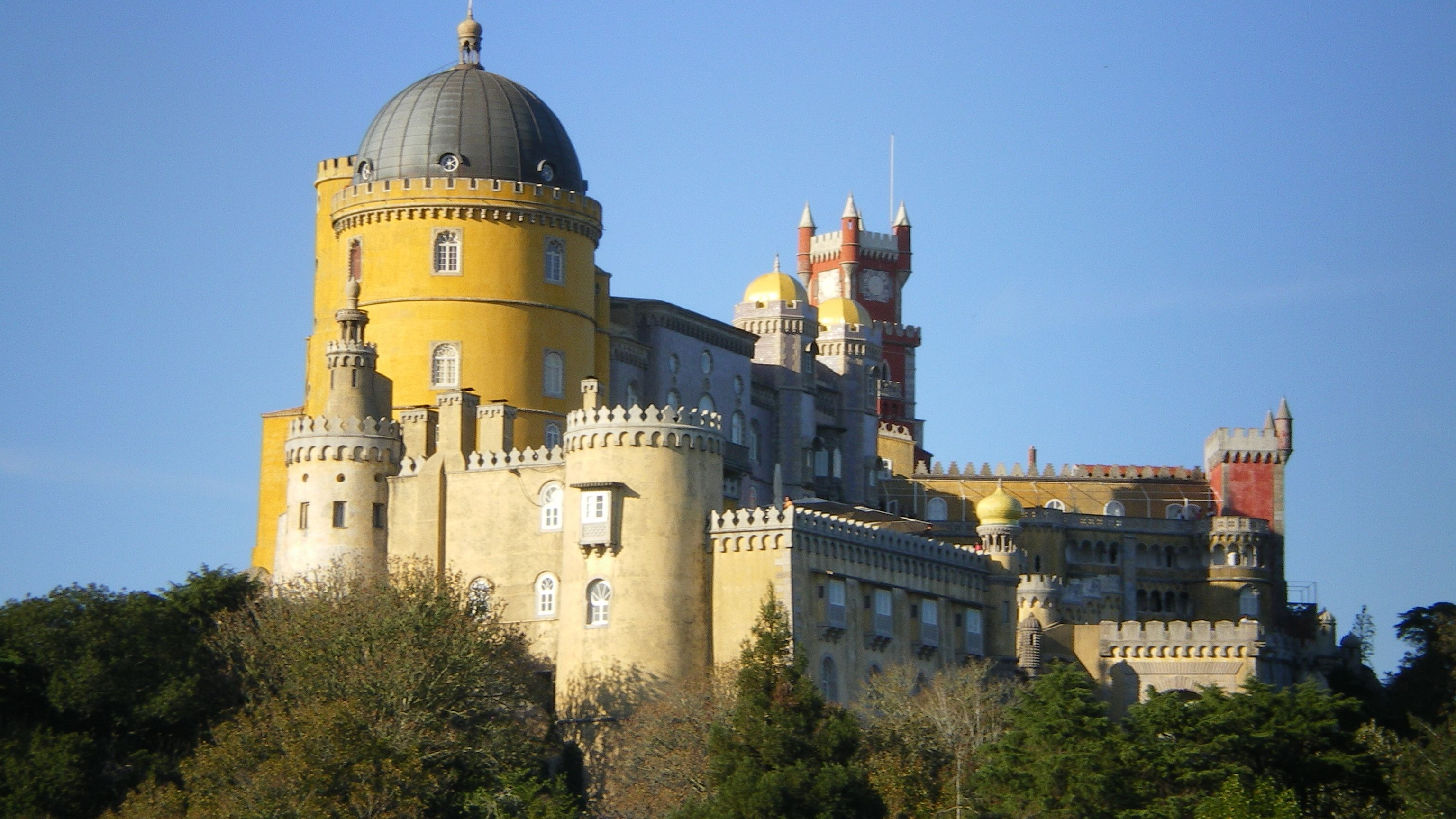 Day Trip to Sintra & Cascais with Admission to Pena Palace