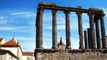 Private Guided Day Trip to Évora & Almendres Cromlech
