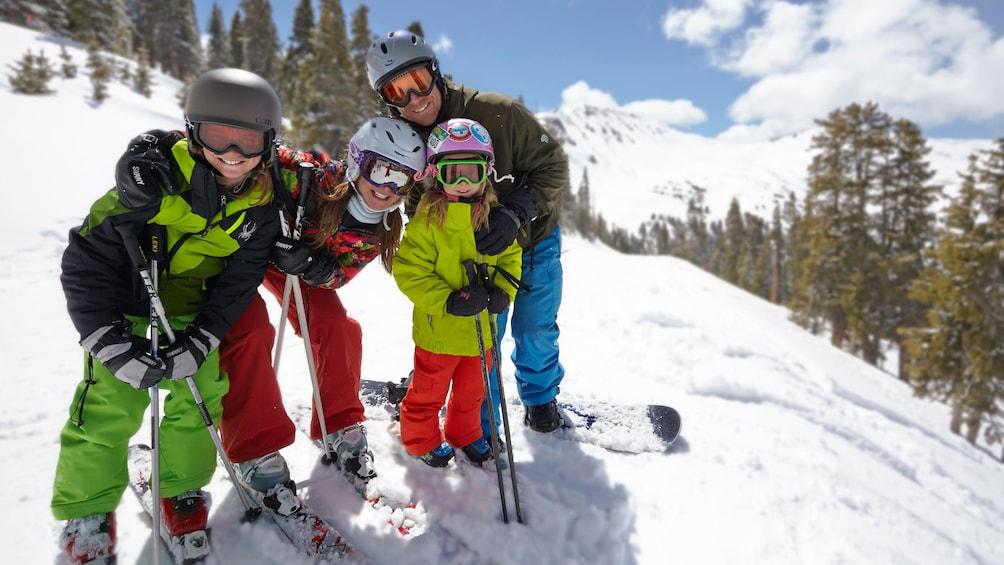 Cargar ítem 5 de 5. Group of skiers