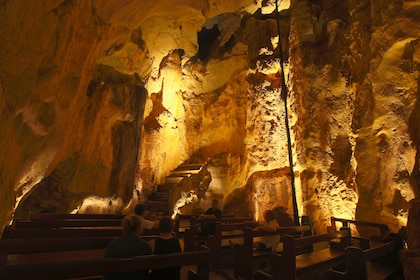 Guided Cathedral Cave Tour of the Capricorn Caves