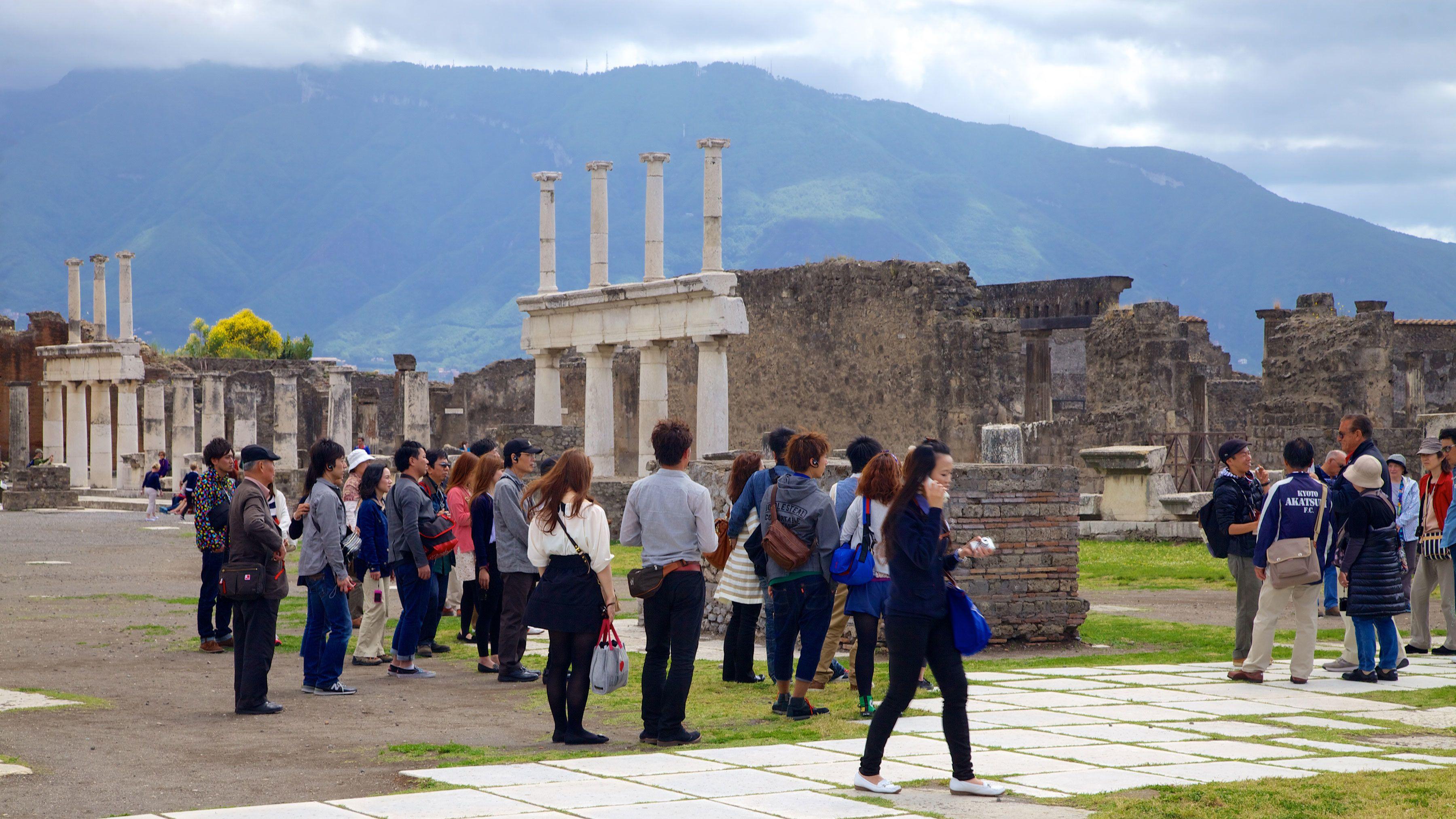 Tour of Pompeii ruins