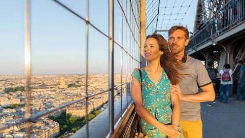 Skip-the-Line Eiffel Tower & Paris Coach Tour with Histopad