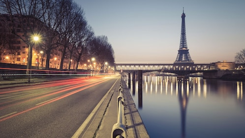Night view of the beautiful eiffel tower