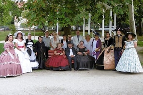 Guided tour in period costumes of the winter town in Arcachon