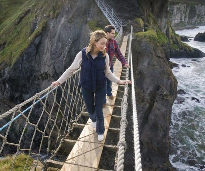 Foto 1 von 9 laden Giant's Causeway & Carrick-a-Rede Rope Bridge Tour