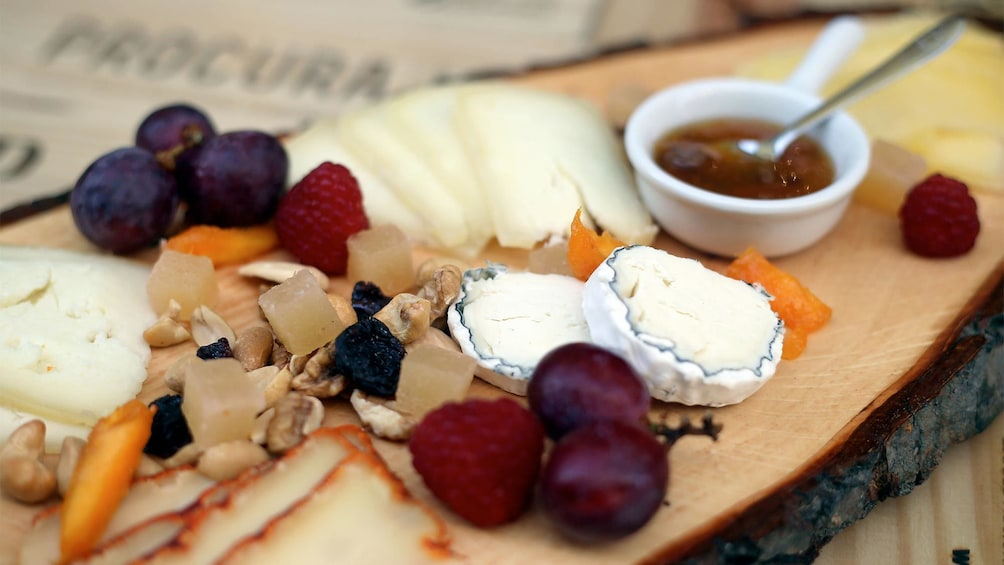 Plate of cheese and nuts on the Lisbon Tour & Wine Tasting tour