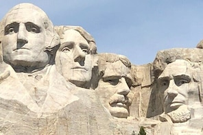 Private Day Tour to the Badlands, Custer State Park and Mount Rushmore