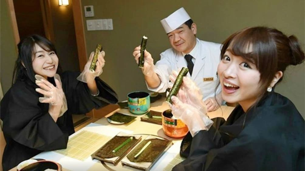 Group learning How to Make Sushi From a Professional Chef