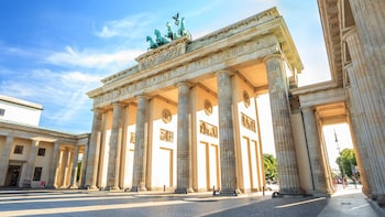 Shore Excursion: Private Full-Day Berlin Tour from Warnemünde