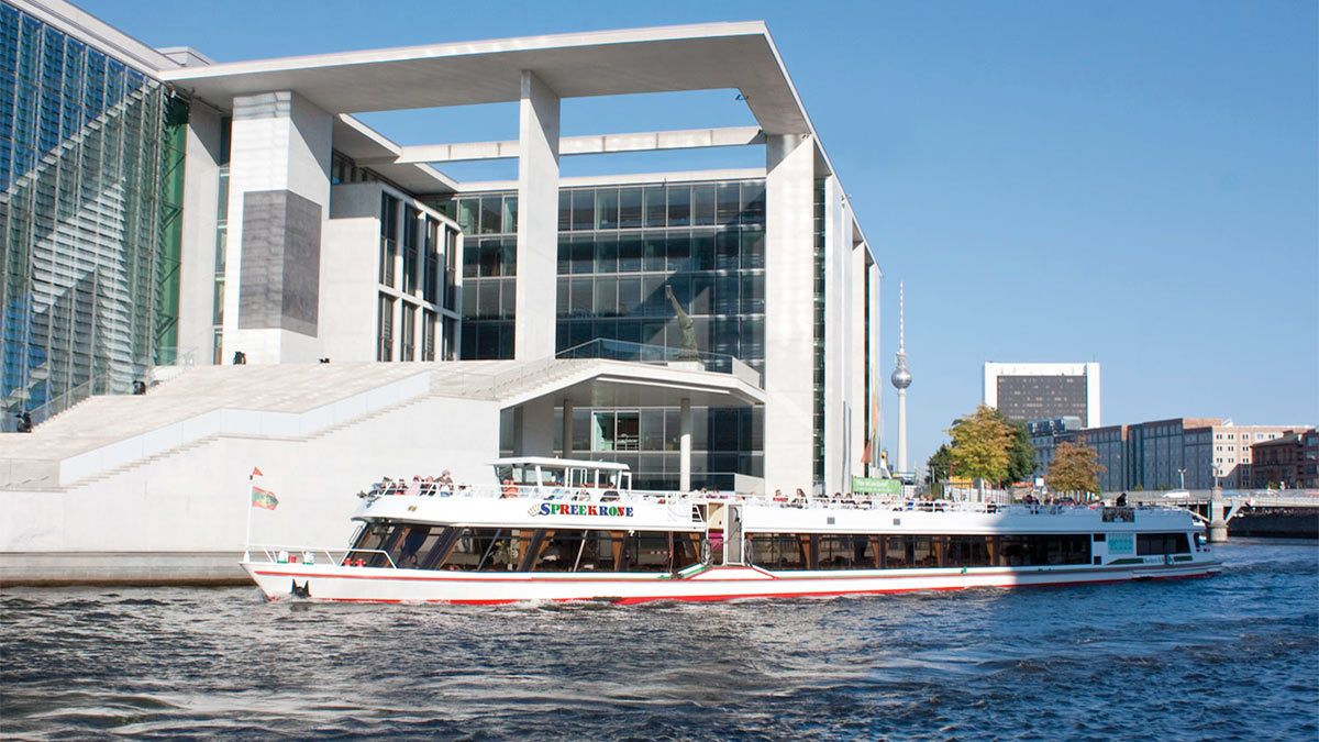 Spree River Sightseeing Cruise with Cake & Drink