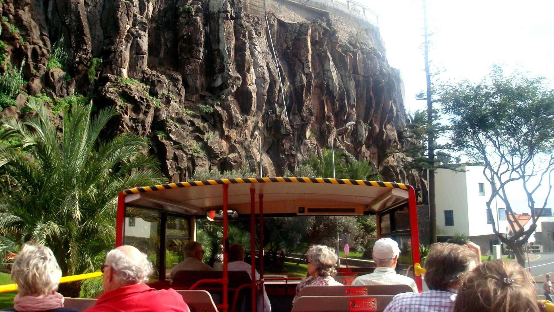 Rantaretki: hop-on hop-off -bussikiertoajelu Funchalissa