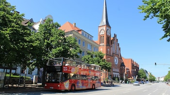 Landgang: Hop-on-Hop-off-Bustour durch Kiel