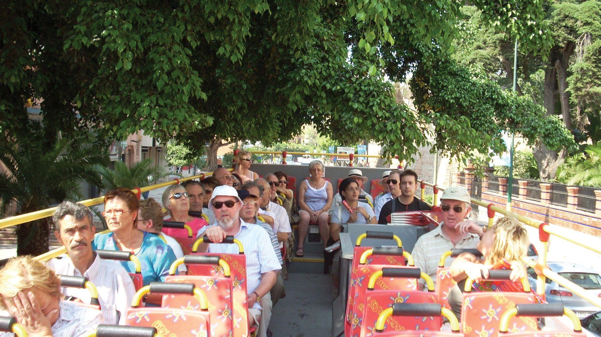 Rantaretki: hop-on hop-off -bussikiertoajelu Málagassa