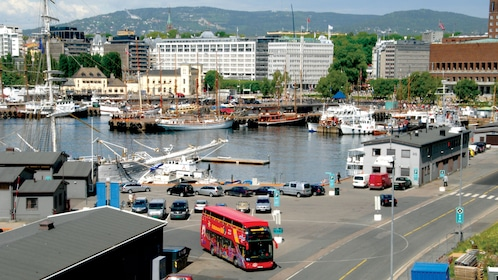 Hop on Hop off sightseeing bus tour of Oslo in a Harbor