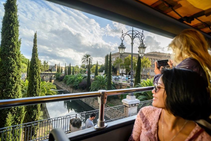 Ver elemento 4 de 9. Shore Excursion: Palma de Mallorca Hop-On Hop-Off Bus Tour