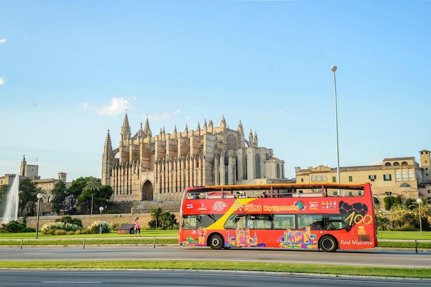 Ver elemento 1 de 9. Shore Excursion: Palma de Mallorca Hop-On Hop-Off Bus Tour